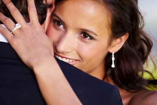 Centro de Estética Stela te ofrece servicio de maquillaje de novia a domicilio.